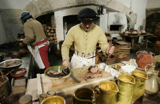 Tudor-cookery-busy-kitchen-